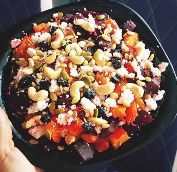 Теплый салат из печёной тыквы, свеклы и брынзой