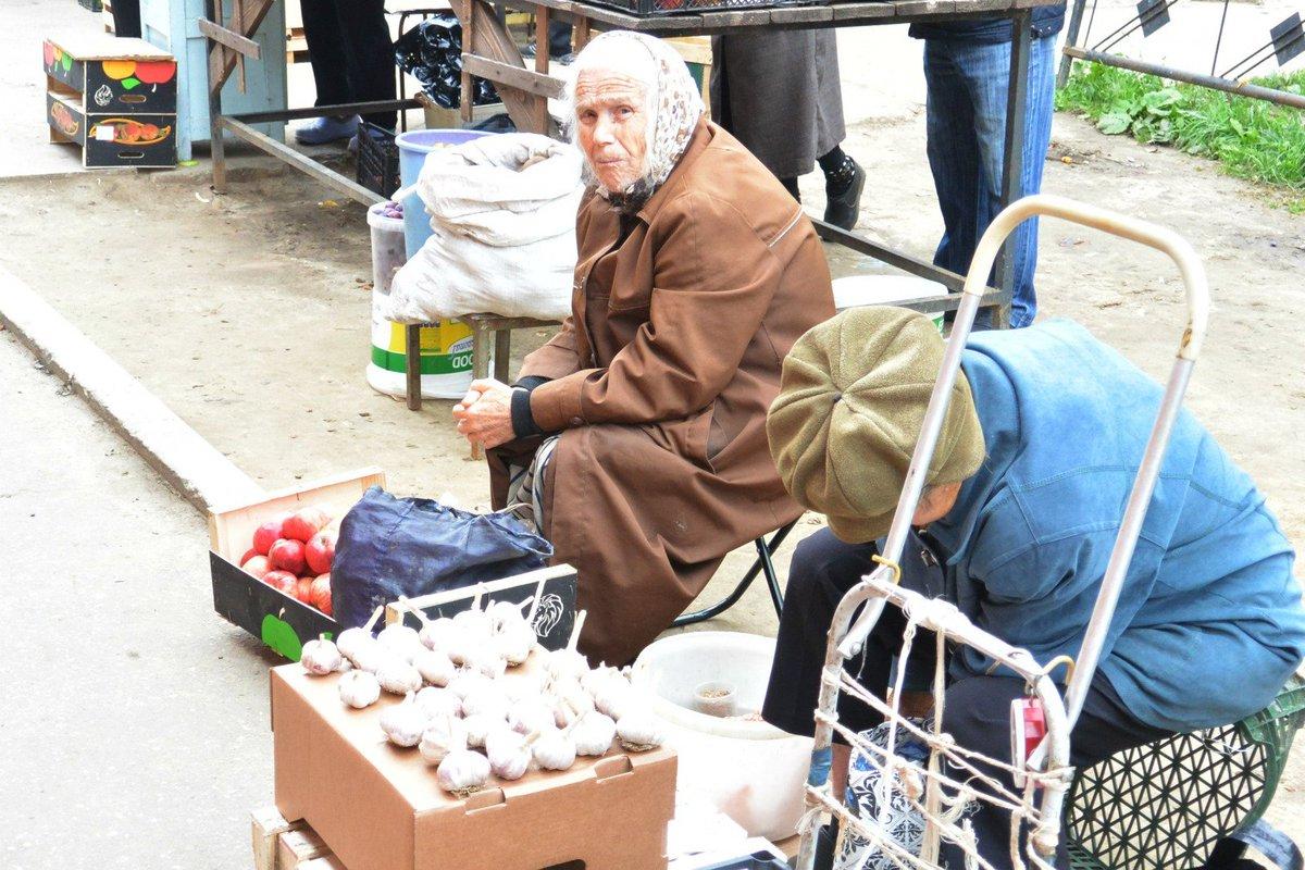 старушки на улице - 10