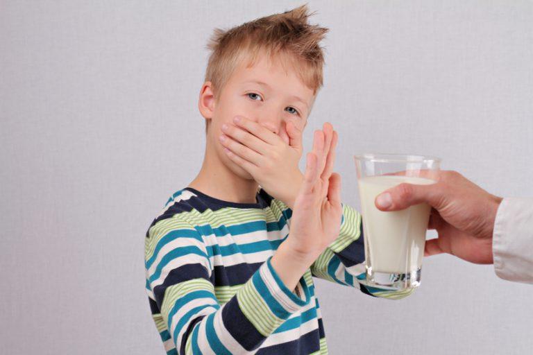 """Мнение людей о молоке: """"Молоко - это вредно и пить его нельзя!"""""""