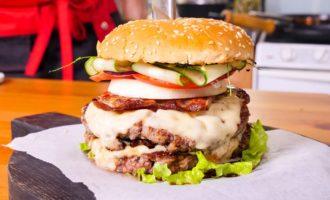 бургер с американским соусом