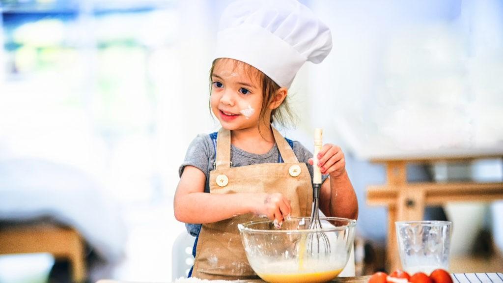 Еда будет вкуснее, если приготовить ее вместе с детьми